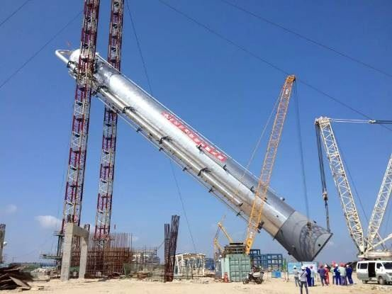 国内最大丙烯分馏塔完成整体吊装